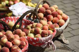 photo,material,free,landscape,picture,stock photo,Creative Commons,Yantai peach, Street stall selling, stand, An alley, Fruit
