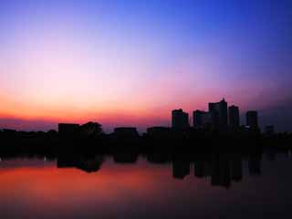 photo,material,free,landscape,picture,stock photo,Creative Commons,Dusk of Musashikosugi, At dark, Tama River, high-rise apartment, The surface of the water