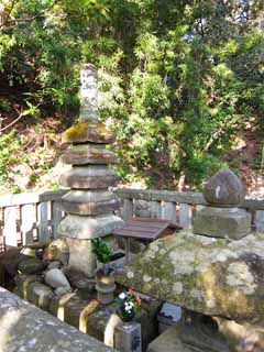 photo,material,free,landscape,picture,stock photo,Creative Commons,The grave of Yoritomo Minamoto, grave, tower for the repose of souls, Kamakura, fall from a horse