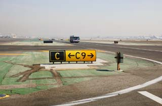 photo,material,free,landscape,picture,stock photo,Creative Commons,Airport sign, airport, signboard, limousine, runway