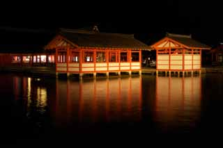 photo,material,free,landscape,picture,stock photo,Creative Commons,The night of Itsukushima-jinja Shrine, World's cultural heritage, main shrine, Shinto shrine, I am cinnabar red