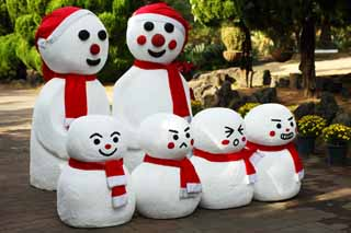 photo,material,free,landscape,picture,stock photo,Creative Commons,A family of snowmen, snowman, snowmen, Korea, Christmas