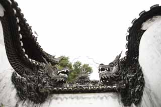 photo,material,free,landscape,picture,stock photo,Creative Commons,Yuyuan Garden dragon wall, Joss house garden, dragon, roof tile, Chinese building