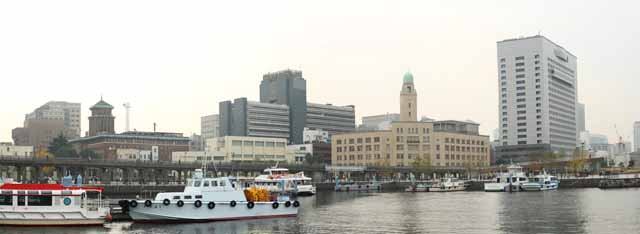 photo,material,free,landscape,picture,stock photo,Creative Commons,Yokohama Port, Yokohama Customs House, The Kanagawa prefectural office, ship, building