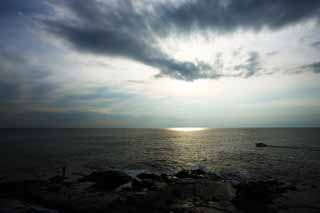 photo,material,free,landscape,picture,stock photo,Creative Commons,The sea of Enoshima, cloud, The horizon, Brightness, The sun