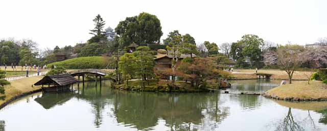 photo,material,free,landscape,picture,stock photo,Creative Commons,The pond of the Koraku-en Garden swamp, resting booth, castle, cherry tree, Japanese garden